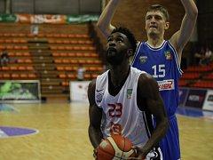 Z basketbalového utkání nejvyšší soutěže mužů Nymburk - USK Praha (83:67)