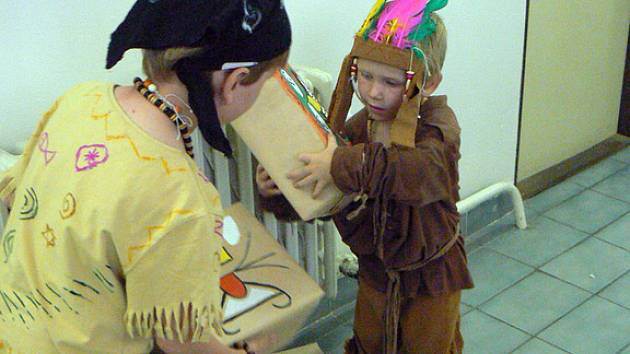 Nymburská knihovna připravila pro děti Indiánské odpoledne.