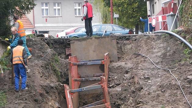 Cyklostezka vzniká už i v ulici Říční, za kterou se napojí na Labskou stezku.
