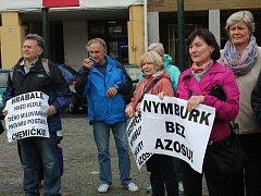 Demonstrace proti výrobě zinkovny AZOS na nymburském Zálabí. Ilustrační foto.
