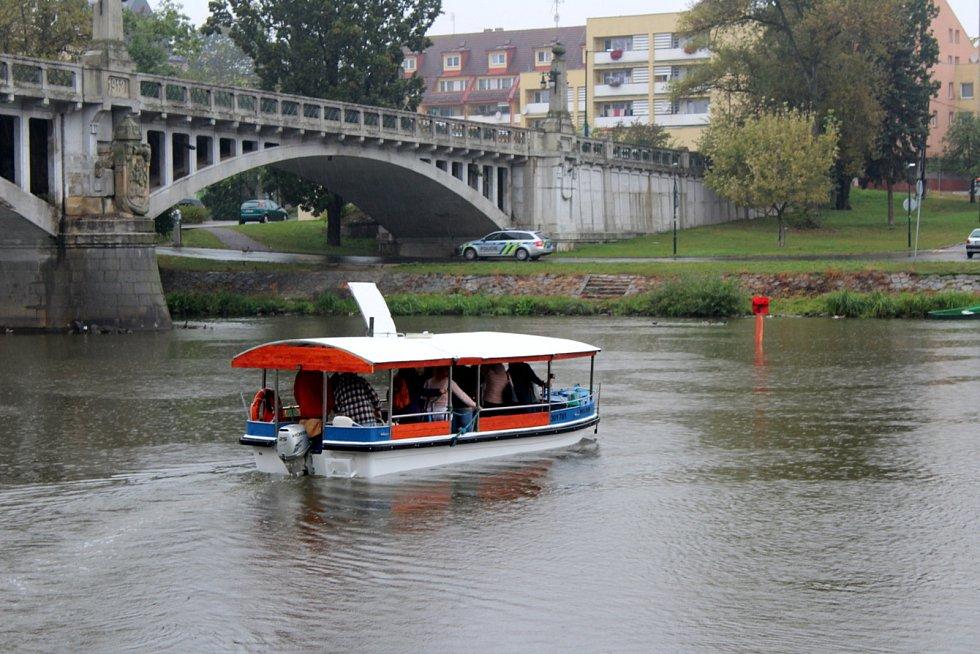 Přívoz na řece Labi v Nymburce - loď Mojmír.