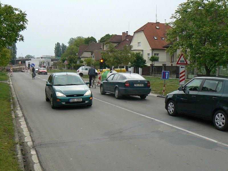 Rušení přejezdu na Koutecké a situace na přilehlé křižovatce