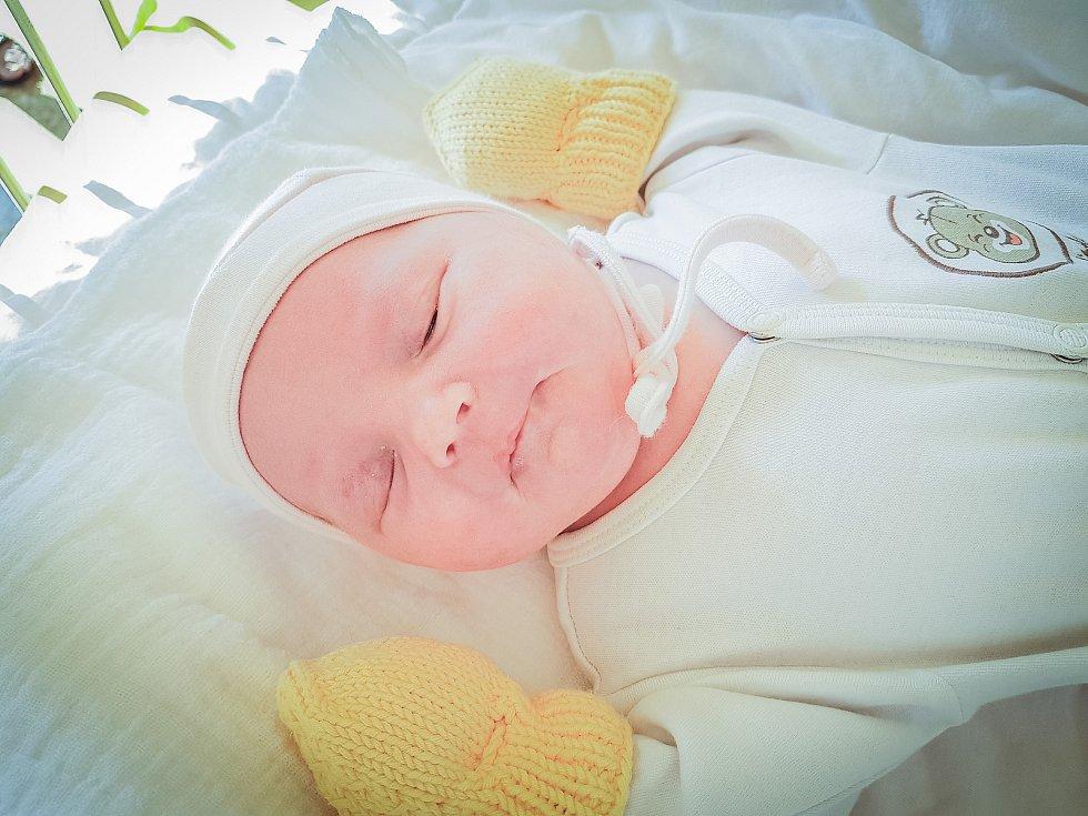 Zuzana Štefková, Milovice. Narodila se 31. března 2020 ve 13.54 hodin v nymburské porodnici, vážila 3440 g a měřila 47 cm. Z holčičky se raduje maminka Leona, tatínek Zdeněk a bráška Jakub.