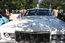 Na tradičním srazu automobilových a motocyklových nadšenců se představilo na dvě stě historických vozidel.