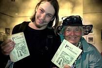 Jan Kašpárek a Ave Aburh s almanachem Ptáci z podzemí