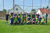 RAGBISTÉ PODĚBRAD (v modrých dresech) spolu s týmem Ragby Club Sedlčany