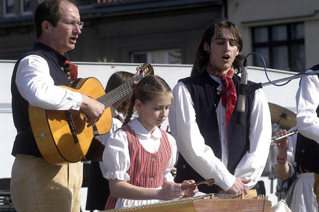 Šáteček vystupuje pravidelně na festivalu Polabská vonička, podíval se ale už i do Belgie, Španělska, Německa nebo Ruska.