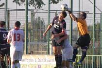 Z fotbalového utkání I.A třídy Velim - Ostrá (2:1)