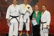 NEJLEPŠÍ v kategorii kata Masters. Zleva: Jiří Bašus, Viktor Ploch, Michal Vik a Jan Přibyl.