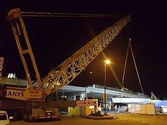 V Lysé pokračuje stavba nového nadjezdu.