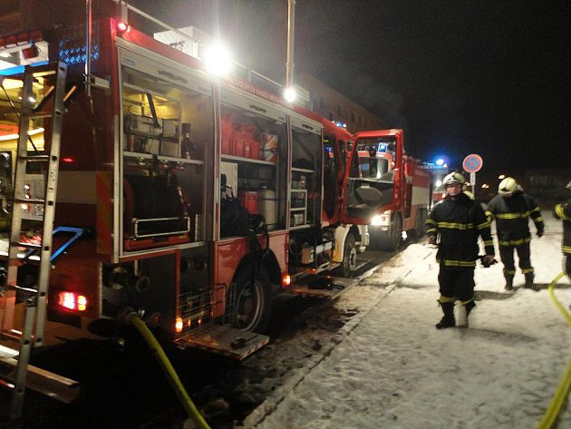 V Topolové ulici v Nymburce hořela prázdná drážní budova.