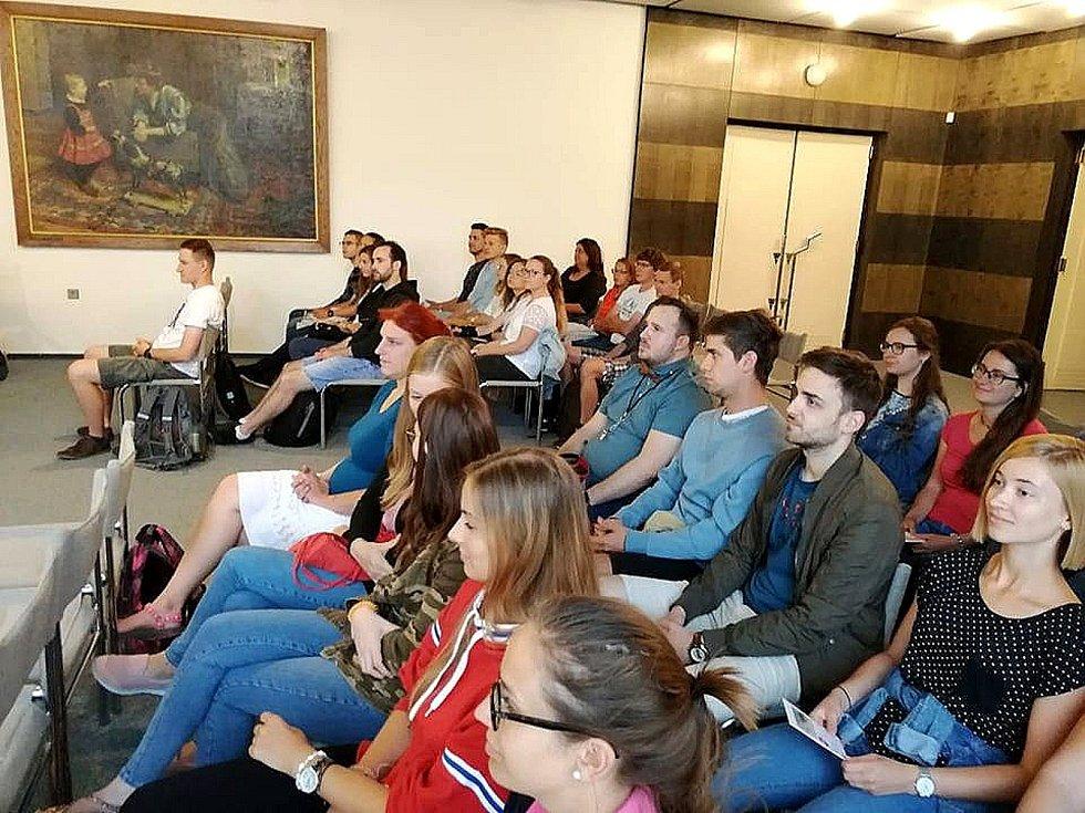 Studenti se dočkali přijetí na poděbradské radnici.