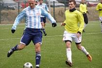 Z utkání kolínského fotbalového zimního turnaje Poděbrady - Velim (1:0)