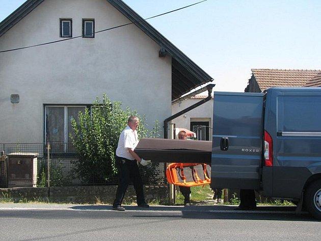 Muž se oběsil na půdě rodinného domu v Kovanicích.