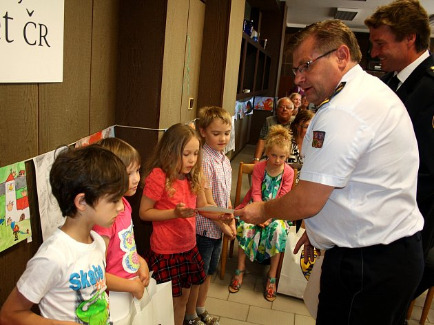 V Nymburce se konalo vyhodnocení soutěže Požární ochrana očima dětí - Záchranáři 2017.