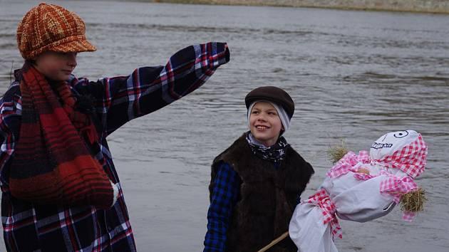 Tradiční vynášení Morany si užily hlavně děti.