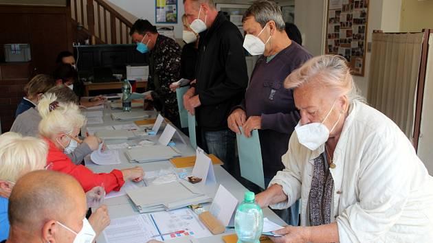 Volby ve skautské vile Tortuga na Zálabí v Nymburce.
