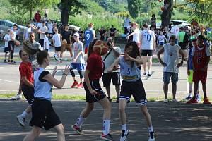Ze streetbalového turnaje na nymburské Remanenci