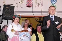 V domově rádi tančí a zpívají, což si užili i o Masopustu.
