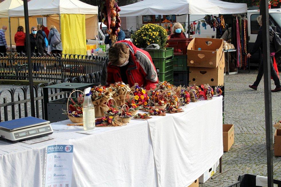 Ve čtvrtek tradičně rozložili své stánky farmáři na centrálním nymburském náměstí.