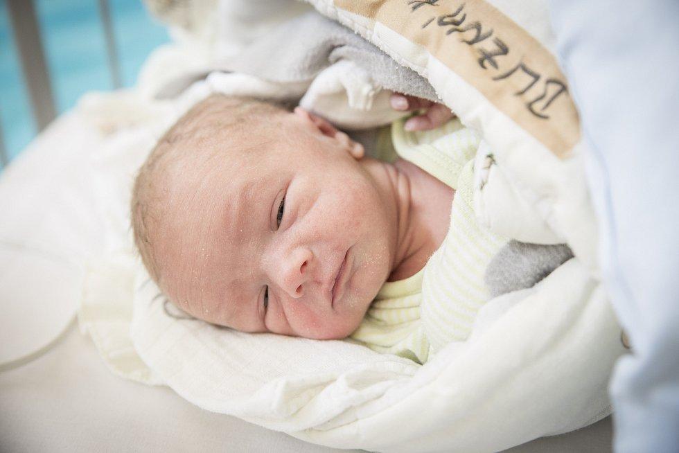 ONDŘEJ BLIZNÁK se narodil 13. února 2019 v 19.59 hodin s délkou 46 cm a váhou 2 570g. Rodiče Radka a Ondřej se ze svého chlapečka radují doma v Nymburce.