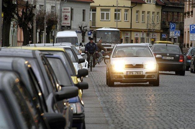 Lyská radnice se rozhodla zpoplatnit parkování na řadě míst města.