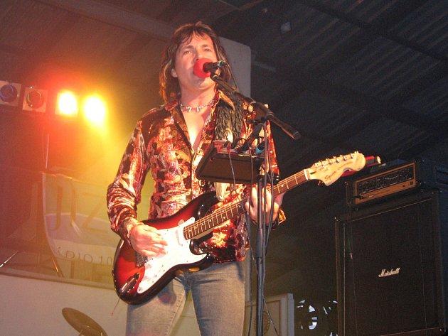 Jako první se na podiu objevila slovenská Tublatanka se zpěvákem Maťo Ďurindou (na snímku).