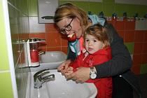 Škola v Bobnicích má zrekonstruovaná sociální zařízení
