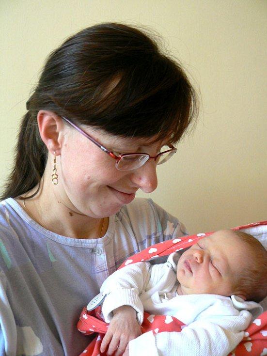 O jednoho občánka víc mají od 12. listopadu Milovice. V 10.20 hodin zasloužilá maminka Jana Hrdličková porodila 49 cm dlouhou a 2740 g vážící holčičku Marii, na kterou se doma kromě tatínka Miloše těší i tři sourozenci: Jozífek (8), František (6) a Kateři