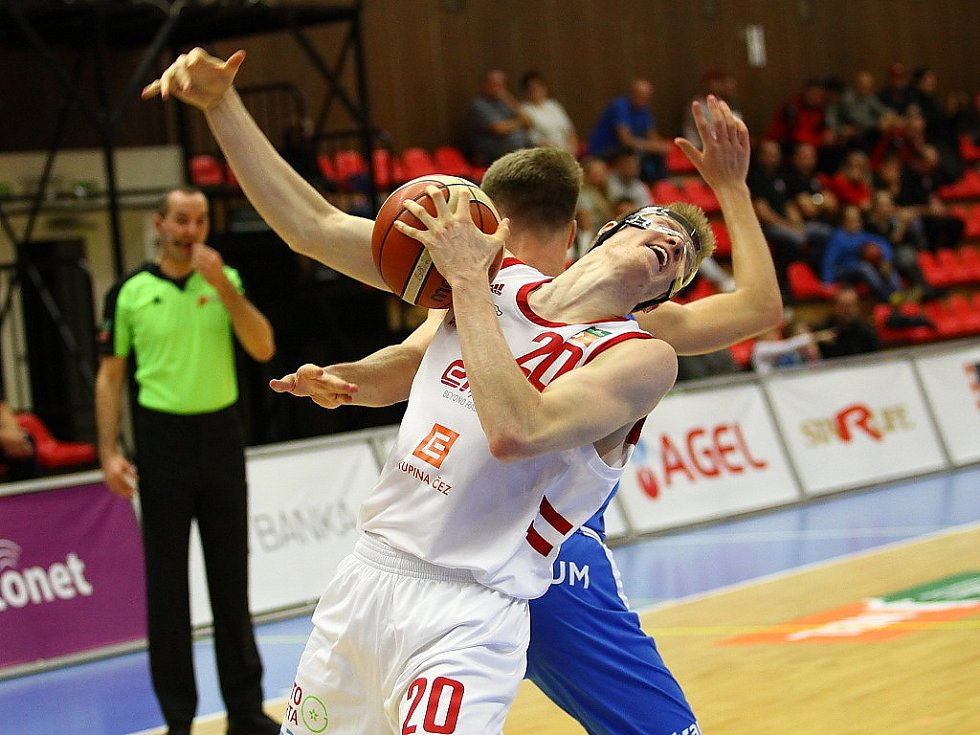 Z basketbalového utkání Kooperativa NBL Nymburk - Ostrava (95:81)