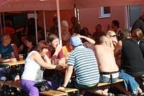První ročník festivalu piva a hudby na bývalém Polabanu v Nymburce.