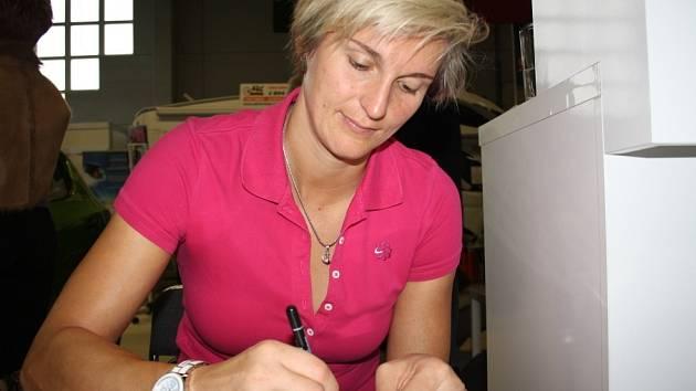 Barbora Špotáková při autogramiádě na výstavišti v Lysé nad Labem.