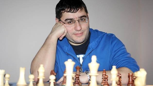 Šachový velmistr Sergej Movsesjan.