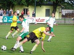 Z fotbalového derby krajského přeboru Polaban Nymburk - Litol (5:2)