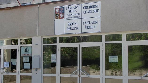 Základní škola Komenského v Lysé nad Labem.
