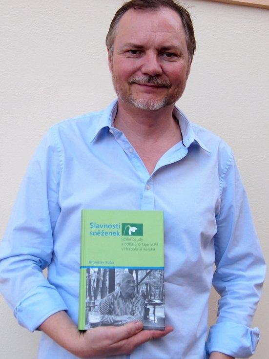 Bronislav Kuba z Kerska pokřtí v sobotu svou novou knihu Slavnosti sněženek – lidské osudy a odhalená tajemství v Hrabalově Kersku.