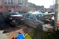 Nehoda na křižovatce u restaurace U Pařízků v Městci Králové.