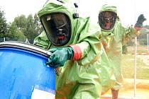 U zásahu v v chovech drůbeže na Pardubicku, které byly zasaženy ptačí chřipkou, pomáhali také hasiči z Nymburska. Údajně to nebyl žádný med.