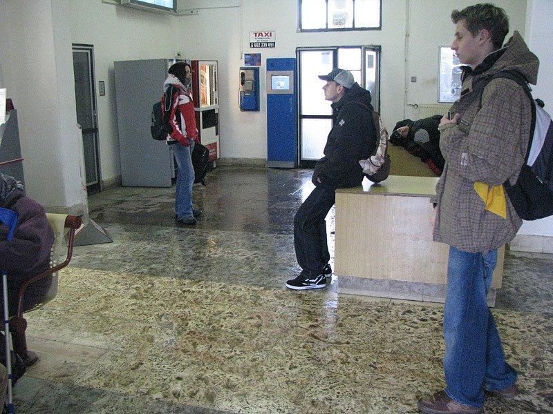 Na nymburském nádraží to poslední dny vypadalo odpudivě