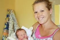 MATYÁŠ I MATÝSEK. Matyáše MERAVÉHO přinesl čáp 23. června 2015 ve 4.20 hodin. Nesl miminko vážící 2 870 g a měřící 46 cm. Domů do Píst si synka odvezli už rodiče Kristýna a Martin sami.