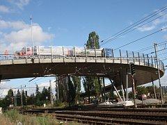 Poděbradský nadjezd nad železnicí.