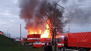 Požár haly v Jankovicích.