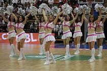 Z třetího finálového utkání nejvyšší basketbalové soutěže a oslav titulu. Nymburk - Děčín (96:59)