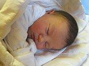 PATRIK JÍLEK se narodil 4. ledna 2018 v 9.09 s výškou 49 cm a váhou 3 880 g. S rodiči Jaroslavem a Petrou a bráškou Tadeášem (2,5) bydlí v Charvátcích.