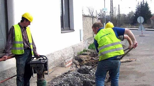 V Libici nad Cidlinou pokračuje stavba kanalizace