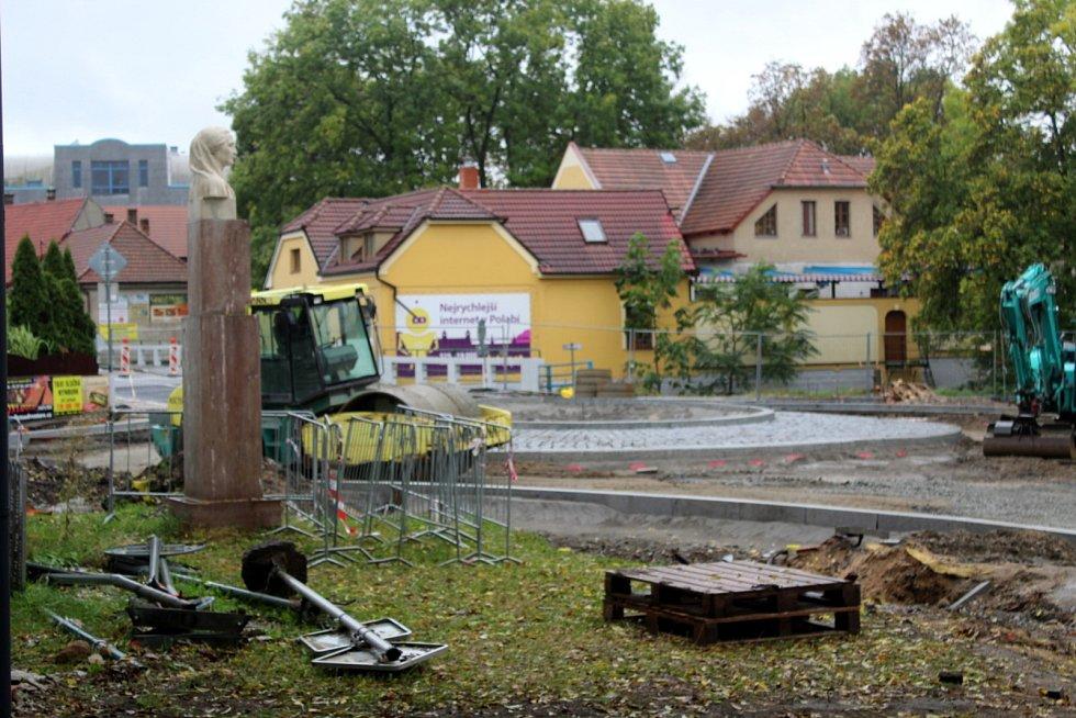 Aktuální situace na stavbě kruhových objezdů u nemocnice.