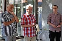 Tvůrci seriálu Šumná města David Vávra a Radovan Lipus provedli zájemce komentovanou prohlídkou na výstavě o českých architektech na Jadranu.