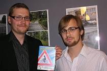Tvůrci filmu Michal Šturm (kamera, střih, herec, vpravo) a režisér a scénárista Tomáš Bruner.