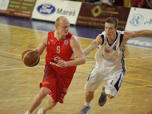 Z basketbalového utkání nejvyšší soutěž Poděbrady - Pardubice (71:100)