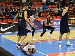 Z basketbalového utkání NBL Nymburk - Opava (103:65)